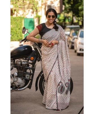 Define elegance with comfort in this elegant Khadi Silk Jamdani saree