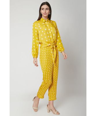 Nangalia Ruchira  Yellow Relaxed bhandhej collared printed shirt with a knot and bhandhej pants