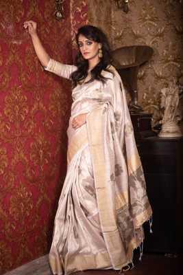 White plain art silk saree with blouse