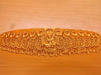 Gold ruby waist-belt