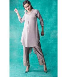 Show Shaa High low fabric manipulated kurta waccompanied byembroided  golden birds on pants.