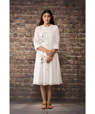 sulochana jangir white linen georgette tunic with geeth work .