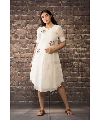 sulochana jangir white handloom linen twill tunic with 3 flower hand embroidery.