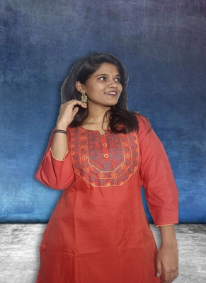 Ladies Red Cotton Kurti With Front Tabla Embroidery