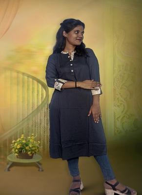 Knee Length Ladies Rayon Kurti In Grey