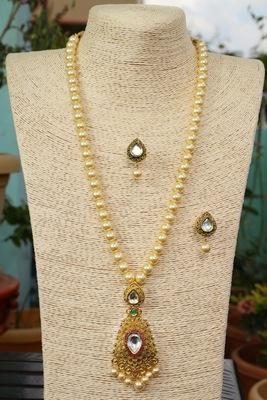 Gold onyx necklace-sets