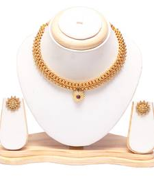 Golden tushi with earrings