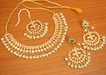 White crystal necklace-sets