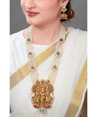 Elegant Earring & Necklace Set With Gold Toned Pendant & Semi Precious Stones Beads For A Touch Of Class