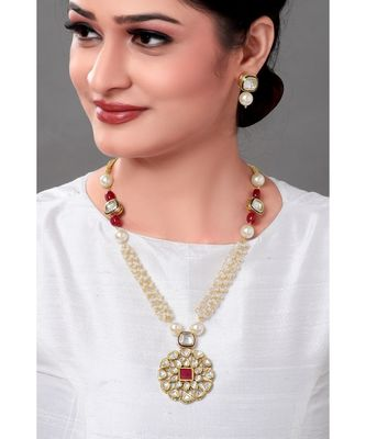 Contemporary Earring & Necklace Set With Kundan Pendant & White Pearls