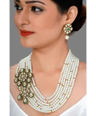 Glorious Earring & Necklace Set With Layered Pearls & Kundan Broach