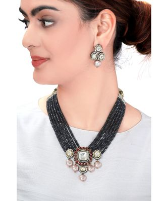 Traditional Earring & Necklace Set With Black Beads & Kundan