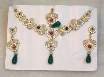 Beautiful elegant pearl zircon colored stone stud necklace set