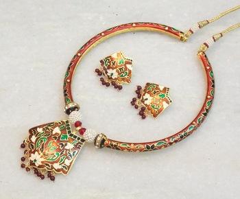 Beautiful ethnic meenakari hasli style necklace set