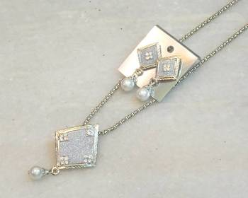 Delicate trendy silver  tone pearl pendent set