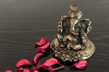 Metal Pagdi Lord Ganesha on Flower