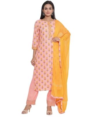 F Women's Cotton and Mulmul Floral Printed Straight Kurta Pant Dupatta Set (Peach)