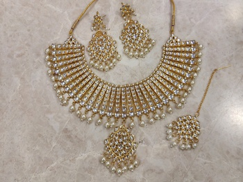 Bridal Kundan Necklace Set with Maangtika