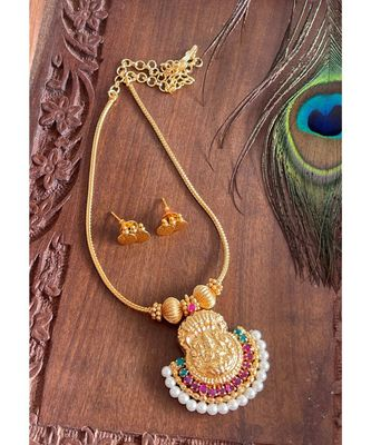 BEAUTIFUL GOLD TONE RUBY-GREEN-PEARL LAKSHMI NECKLACE SET DJ23958