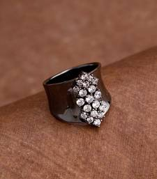 Women's Lightly Embellished Trendy Ring