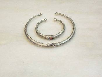BEST DEAL Ethnic silver hasli with bangle