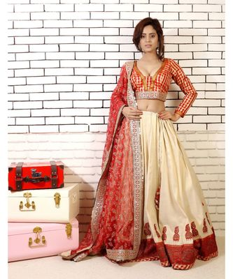 Lehenga with Zardozi Embroidered Jhumki and Embroidered net Dupatta with Red and Chanderi Blouse and cancan