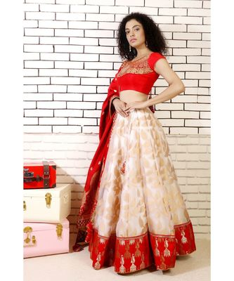 lehenga with red jhumki border and redd embroiderred choli and red georgette embroidered dupatta with and cancan