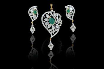 Grab this season   s most stunning pendants set