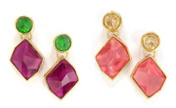 Very pretty pair of ear rings.