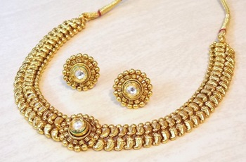 DELICATE ETHNIC KUNDAN NECKLACE SET