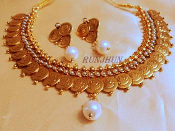 ginni set in pearls
