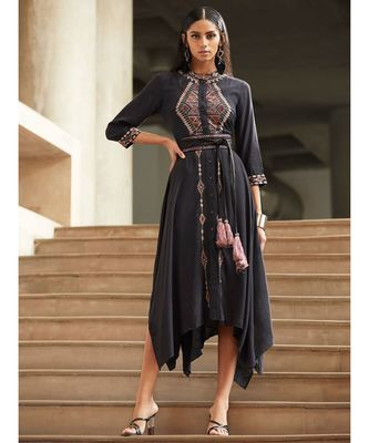 Round Neck 3/4 Sleeve Solid Asymmetrical Kurta With Embroidery