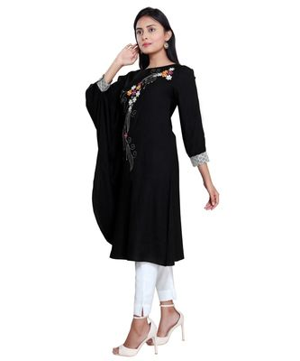 EN VOGUE EMBROIDERED VISCOSE KURTA