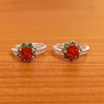 Red toe-rings