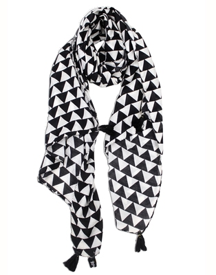 Appealing Muslin Fabric Black And White Printed women scarf/Stoles