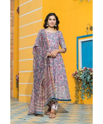 The floating cloudy grey floral hand block print kurta set with traditional chanderi dupatta.