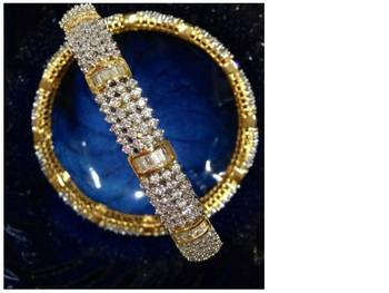 Muskaan Gold Plated American Diamond Bangle