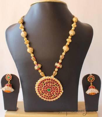 Lovely Kemp Temple Necklace Set
