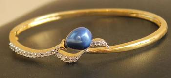GORGEOUS CZ ROYAL BLUE GOLD TONEOPEN TYPE BRACELET, SIZE : 2.6