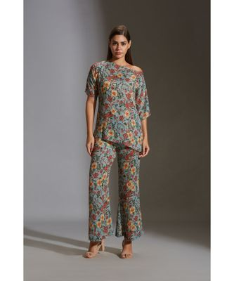prired one shoulder top paired with printed pants