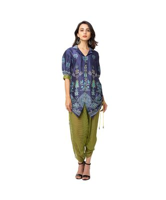 collar jacket with front opening and baloon sleeves is paired with dhoti pants