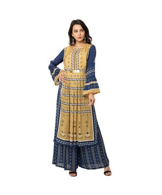kurta with gatheres at waist having metal belt detail and bell sleeves is paired with printed flared pants