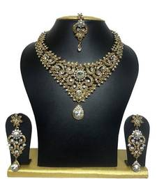 antique white colour necklace set