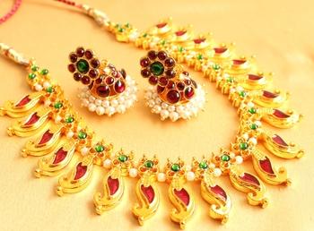 Gorgeous Goldplated Kemp Green Traditional Palakka Necklace Set