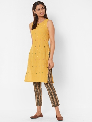 Multicolour geometrical embroidery on the front kurti