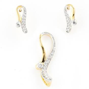 Superb Pendant Set With Pair Of Earrings In American Diamonds