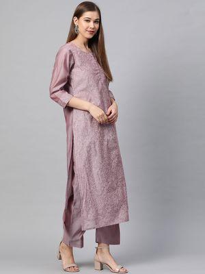 Women Mauve Printed Kurta With Trousers