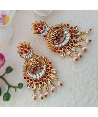 Golden Earring In Pink And White Stone