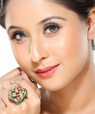 A classy Navratan Kundan Ring