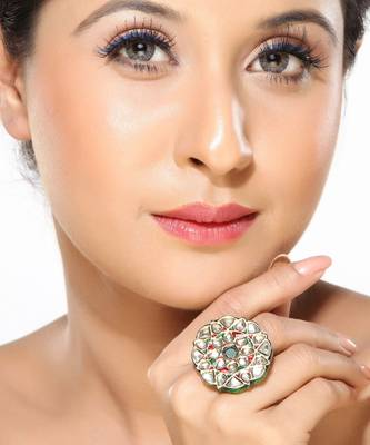 An awesome looking kundan ring